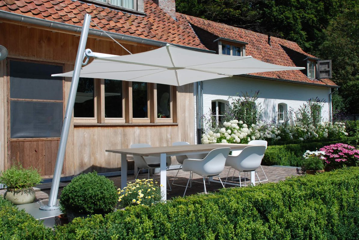 Allowing for more space and providing more shade cantilever umbrellas are becoming increasingly popular with consumers. Design Concepts collection of outdoor umbrellas come in a full range of colours that will enhance any outdoor area.