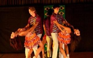 Actuación del grupo brasileño Artte Escola de Dança