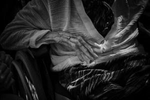Une MAIN, une VIE - Photographie (30x40cm) 2017