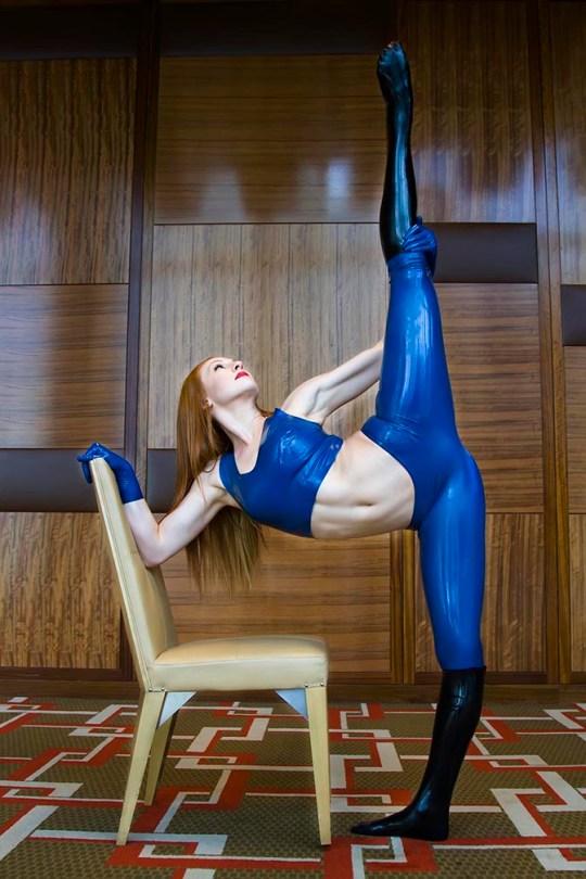 blue-latex-leggings-and-halter-top-fetisso-rubber-clothes