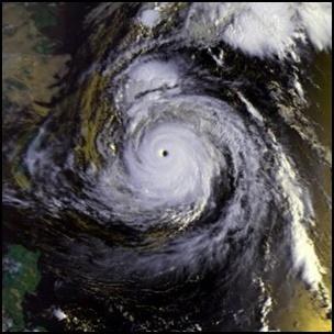 taifu22 【画像】台風を上空から見たら想像以上にビビる件!台風の驚異!台風の目