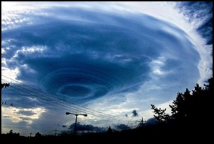 taifu5 【画像】台風を上空から見たら想像以上にビビる件!台風の驚異!台風の目