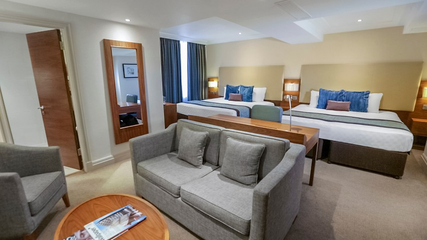 Sofa King Quick Family Room - Marble Arch | Amba Hotels
