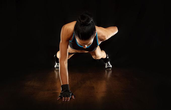 Fitness Girl Hd Wallpaper 单手撑地做着俯卧撑的健身美女高清图片 素材中国16素材网