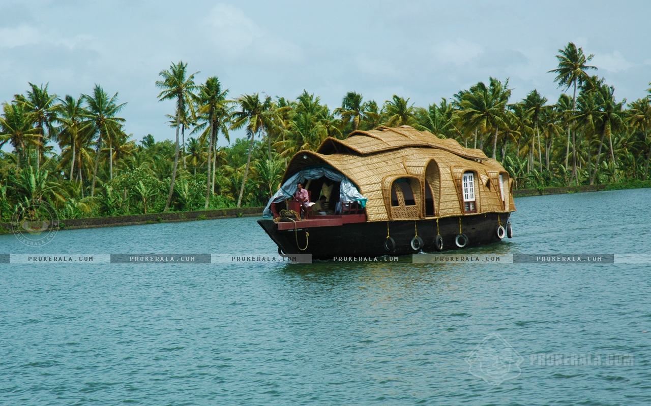 Ajith Kumar Hd Wallpaper Photo Of A Houseboat In Kerala Backwater
