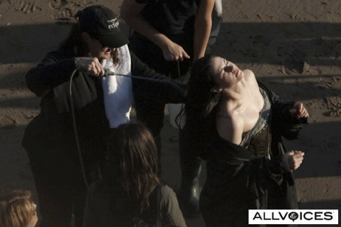 Kristen Stewart, Wet Dress, Snow White and the Huntsman 2012, Set 01