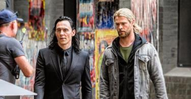 Tom Hiddleston Chris Hemsworth Thor: Ragnarok Movie Set