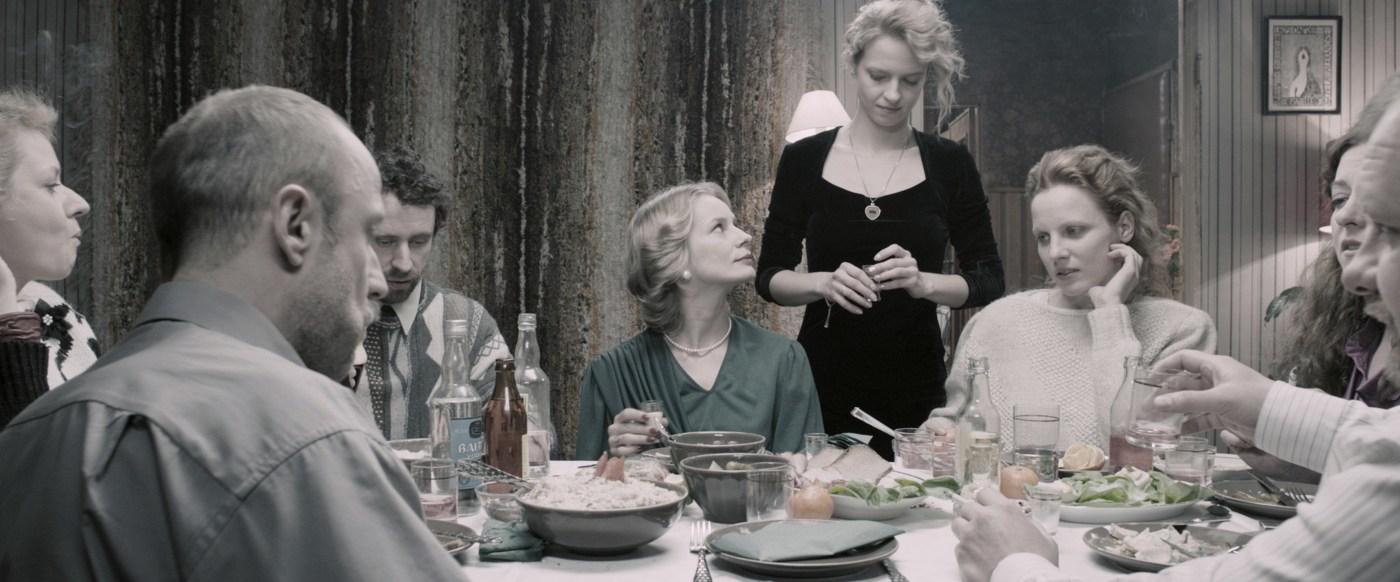 """""""Zjednoczone Stany Miłości"""", reż. Tomasz Wasilewski - trudno powiedzieć, czy to czarny koń, bo jednak film zebrał w czasie ostatniego Berlinale świetne oceny i jest wskazywany jako przykład inteligentnego kina, które może zawojować świat."""