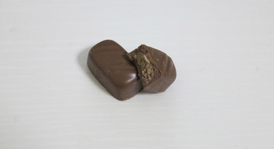 フィンランドで売られている日本風のチョコレート菓子「Geisha(ゲイシャ)」。中身のチョコの見た目