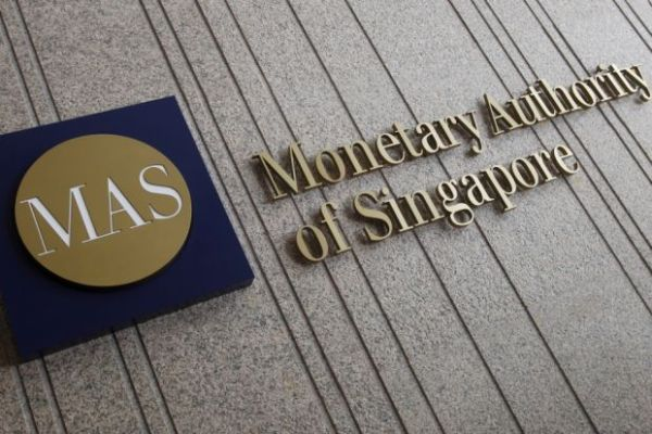 jt-40304986-25_10_2016-singapore-economy_cenbank_0