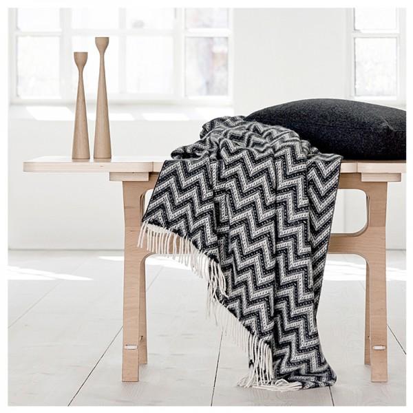 Decke Shima schwarz-weiß mit schwarzen Fransen