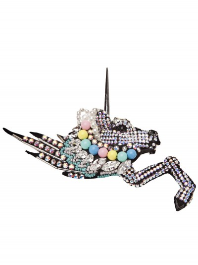 Broche en émail et strass, Feverish chez Farfetch, 587€