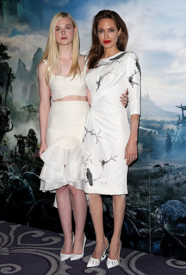 Angelina-Jolie-Elle-Fanning-Maleficent-London-Photocall
