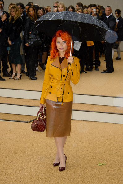 paloma-faith-burberry-spring-2014-fashion-show