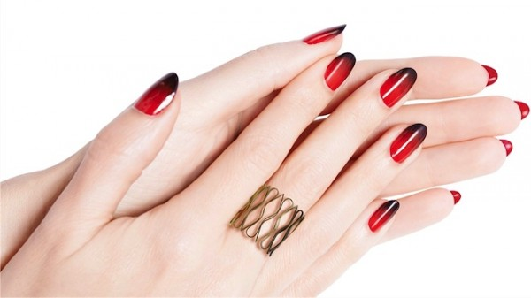 loubi-under-red-vernis-louboutin
