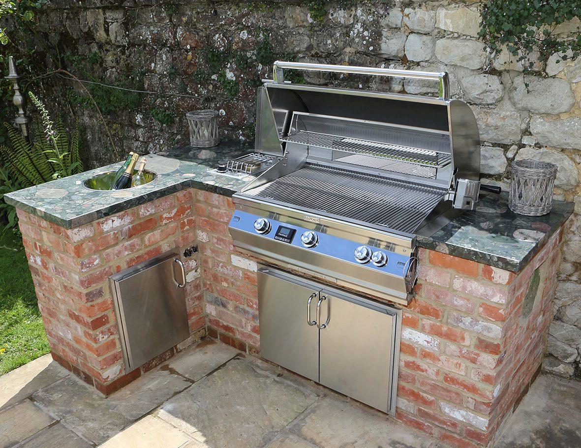 Outdoorküche Napoleon Bbq : Sizzle zone outdoor küche grillküche mit einbaugrill im garten