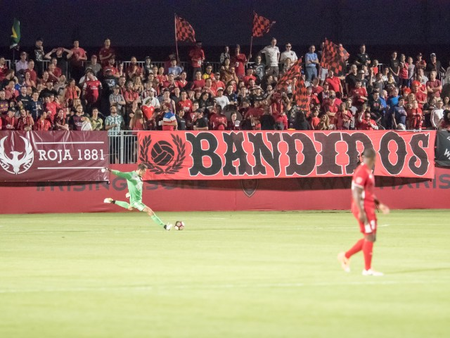 Phoenix Rising FC Goalkeeper Josh Cohen launches a goal kick against Reno 1868 FC on May 6, 2017 (Aaron Blau)