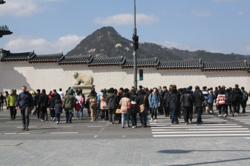 People flocked at Gwanghwamun on a Sunday afternoon.