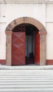 A school gate near Plaza Libertad.