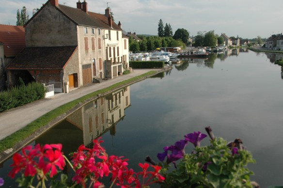 May, 2009: Canal barge cruise through Burgundy, France. Photos by Jane Wooldridge / ONE TIME USE ONLY.