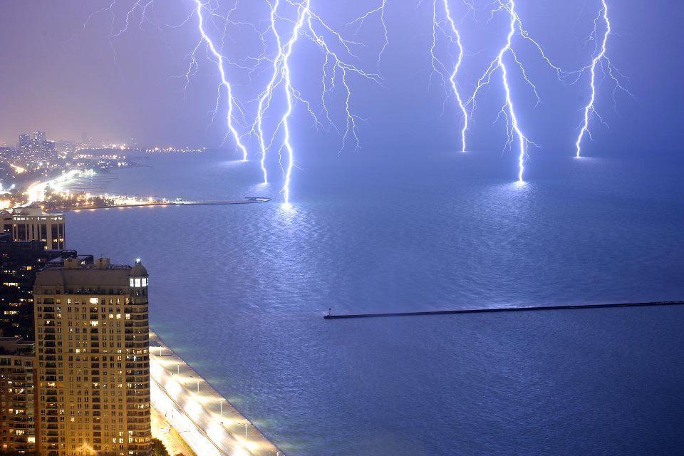 Stunning Lightning Strikes (1)