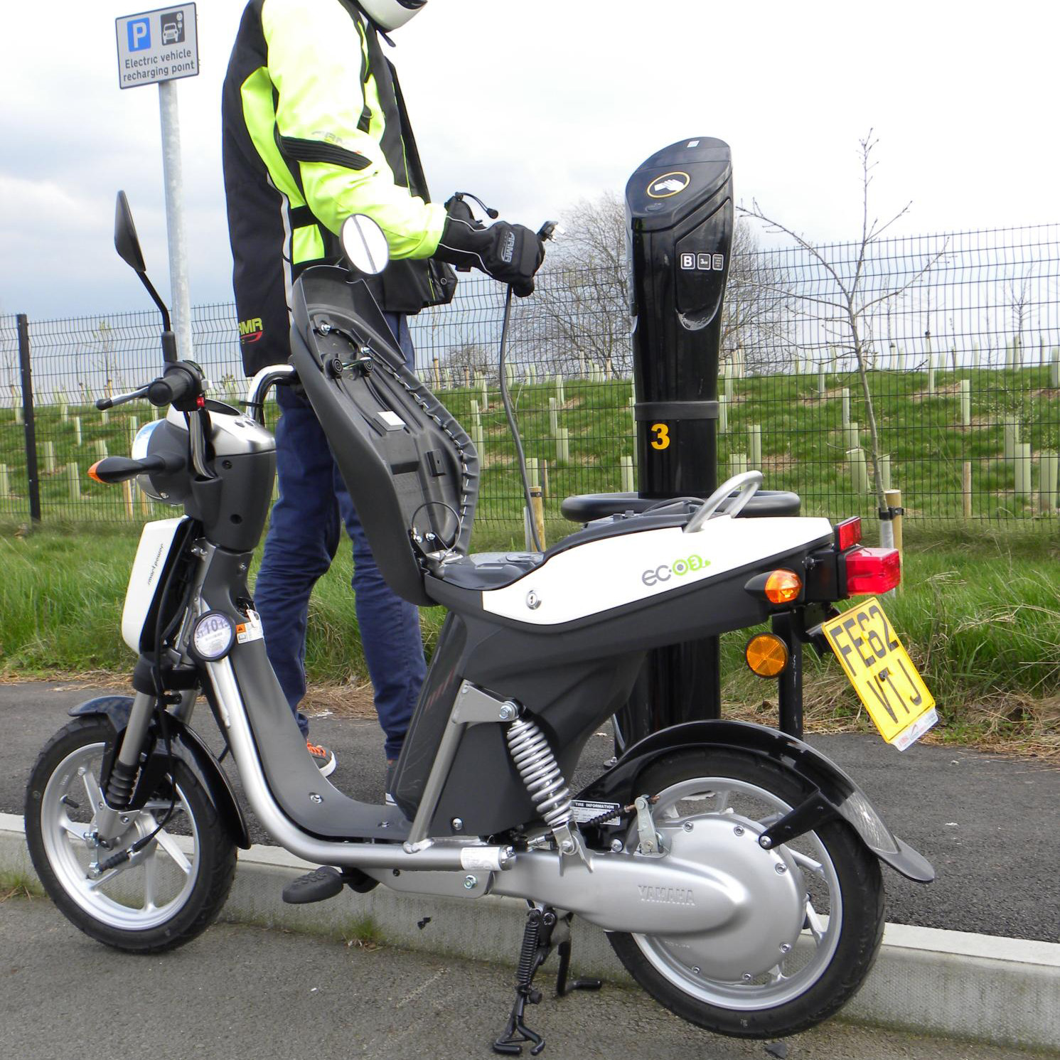 Electric Car Subsidy Uk Government Backs Electric Motorcycles To Battle Congestion