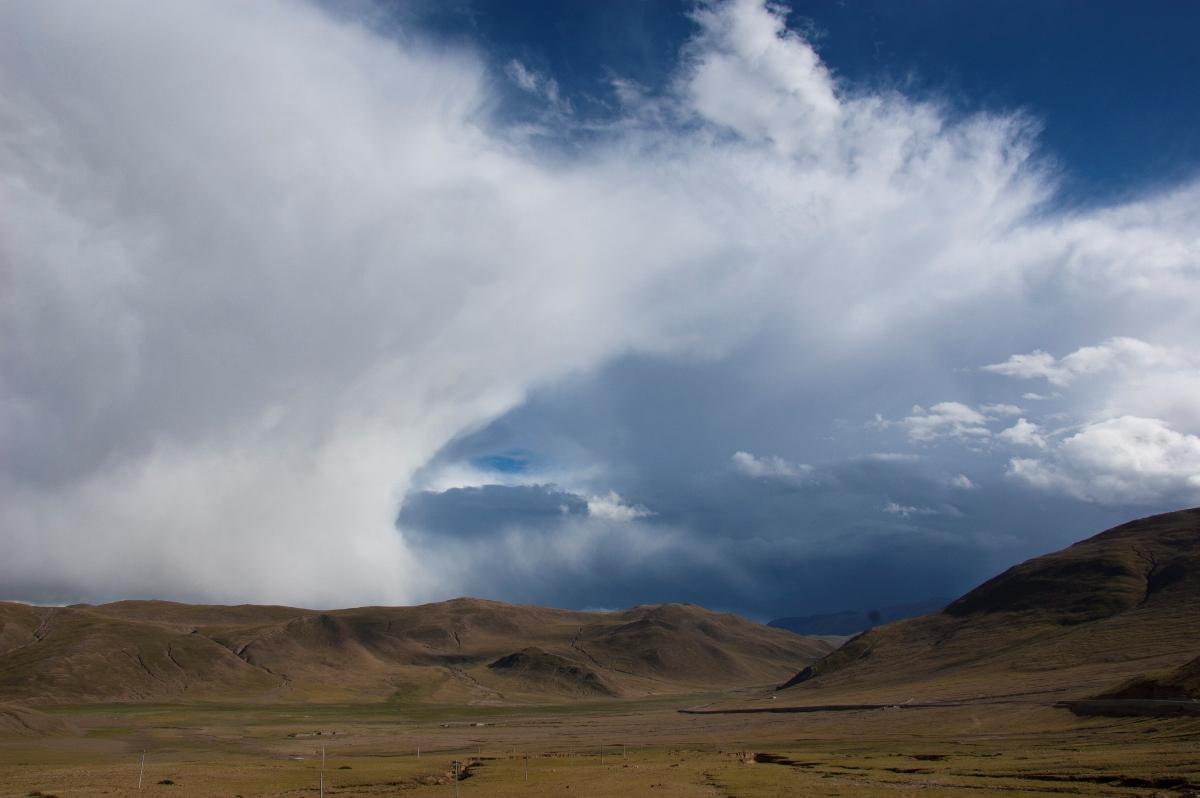 tsunami of clouds