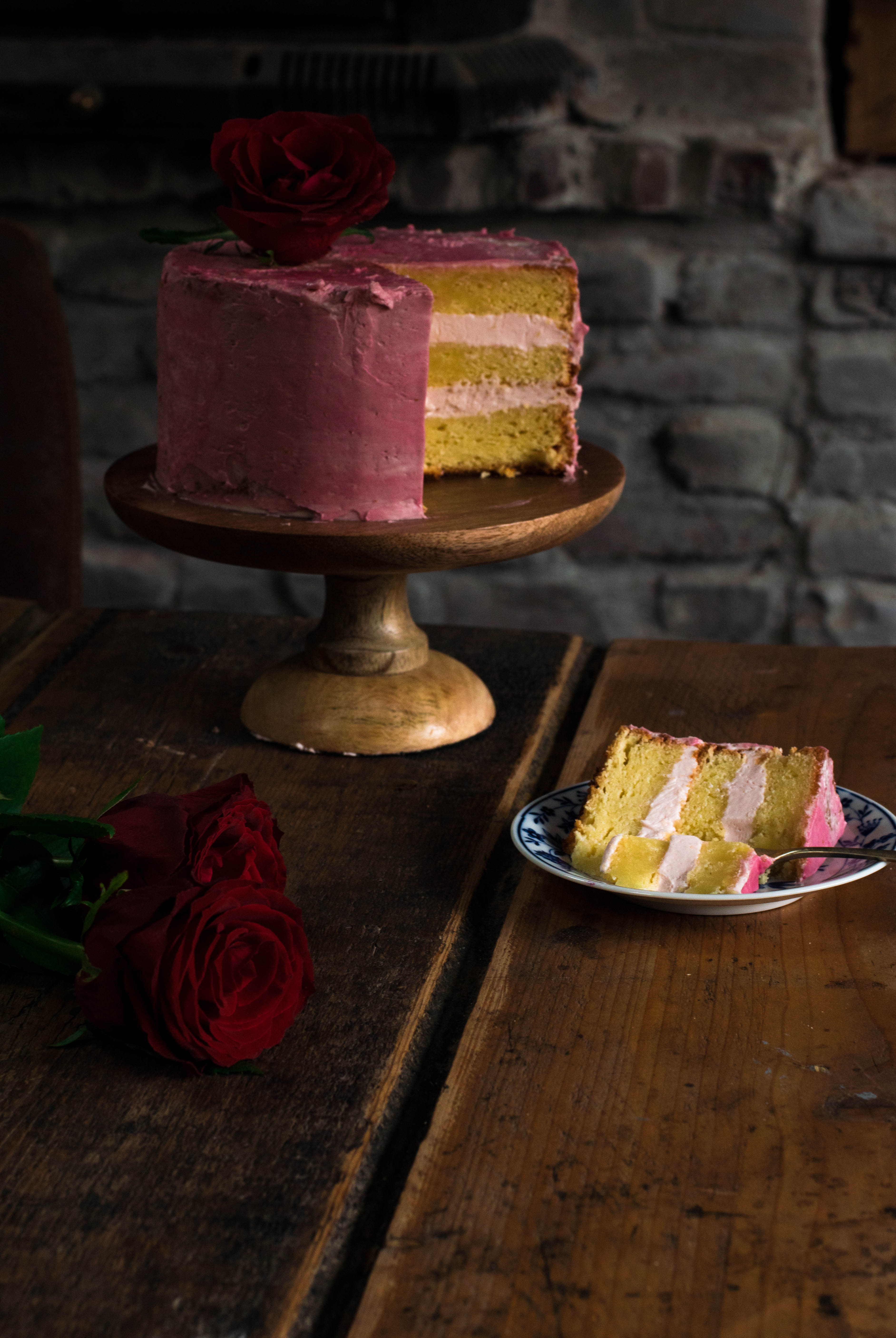 Baking Soda Met Citroen Lemon Cake With Raspberry And Rose Buttercream Flourgirl