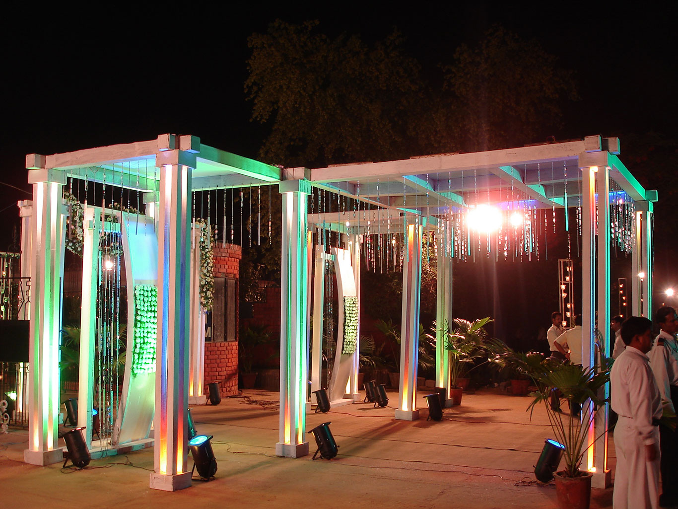 Farmhouse In Delhi For Marriage Wedding Decoration Flowers And Lights Farm House New Delhi