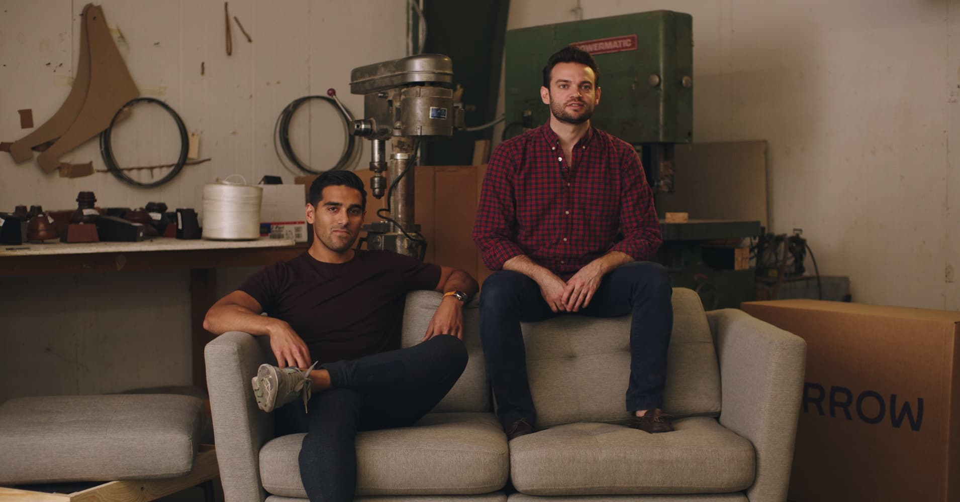 Sofa Modu?owa Box How 2 Students Built Multimillion Dollar Couch In A Box Company Burrow