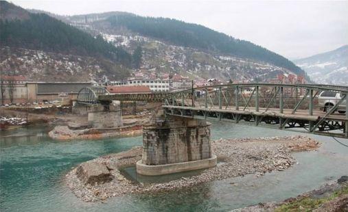 Foča, Most Stradanja, u pozadini zloglasni KaPeDom