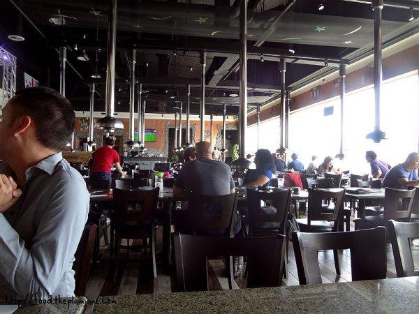 club-or-restaurant