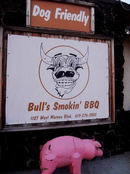 bulls-smokin-bbq-outside-sign