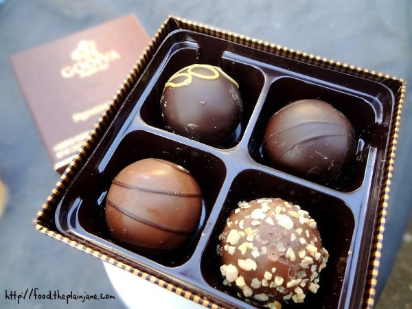 signature-truffles-sample-box-godiva