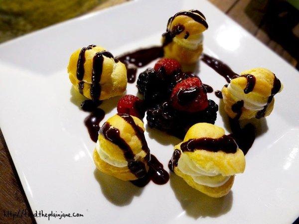 profiteroles-berries-warm-chocolate-sauce