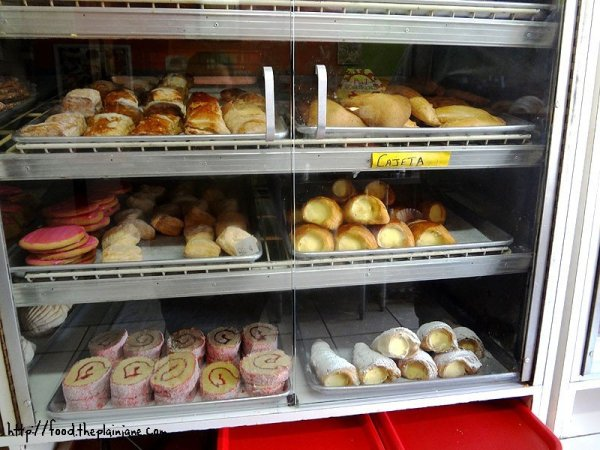 panaderia-bakery-shelves-1