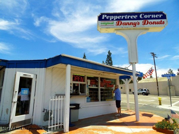 peppertree-corner-dannys-donuts
