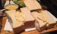 デカ盛りサンドイッチ東銀座アメリカンタマゴサンドランチ巨大人気有名朝食モーニングチキン築地