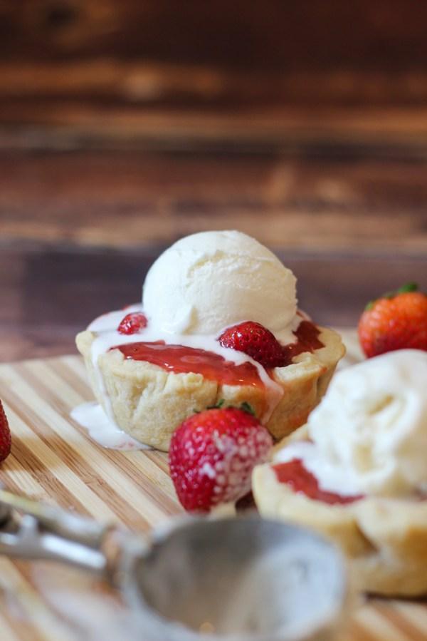 fresh strawberry pies a la mode