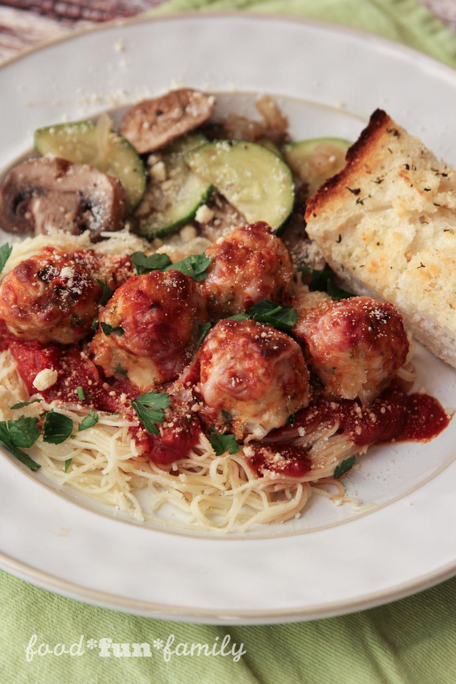 http://foodfunfamily.com/wp-content/uploads/2016/08/Chicken-Parmesan-Meatballs-11.jpg