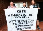 A Newcastle fan who tripped on her own banner welcoming Rafael Benítez to the club got to meet him in person