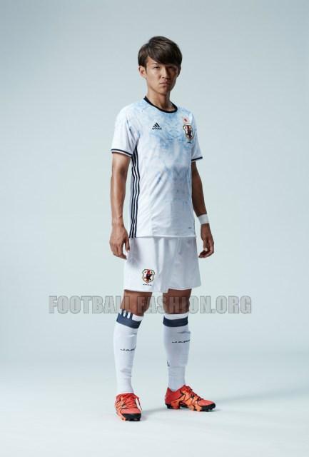 http://i0.wp.com/footballfashion.org/wordpress/wp-content/uploads/2015/11/japan-2016-adidas-home-and-away-kit-12.jpg?resize=433%2C640