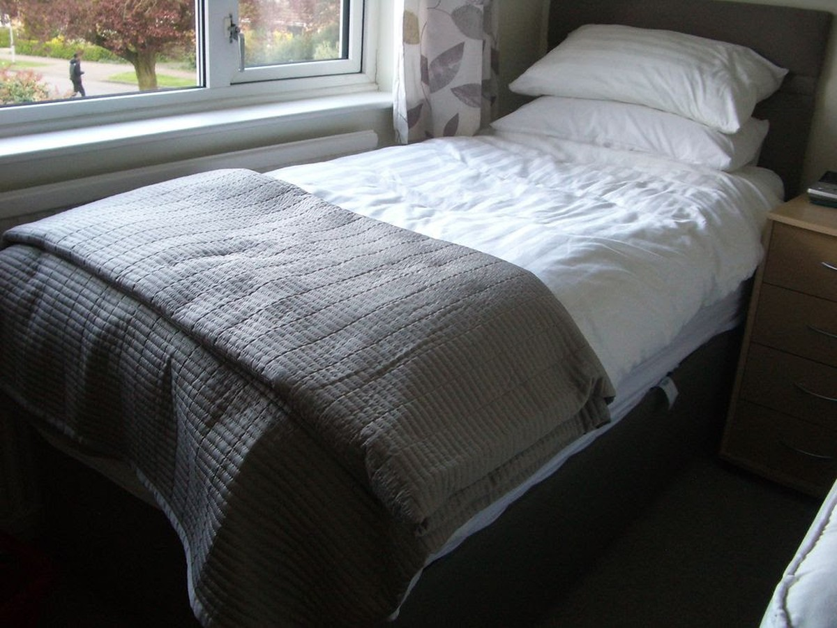 Single Beds For Sale Secondhand Hotel Furniture Beds 2 Single Beds For Sale