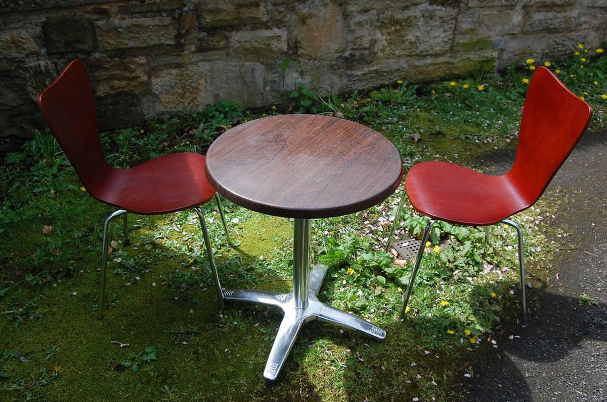 Secondhand Chairs And Tables Cafe Or Bistro Chairs 8x Steel Frame Butterfly Chairs Edinburgh - Garden Furniture Clearance Edinburgh