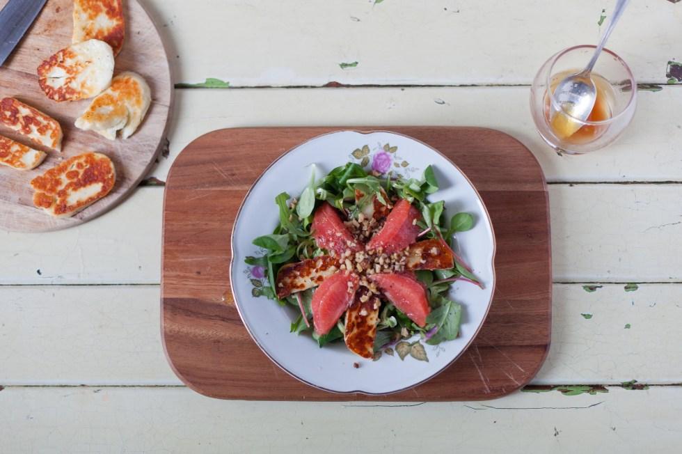Grapefruit and halloumi salad