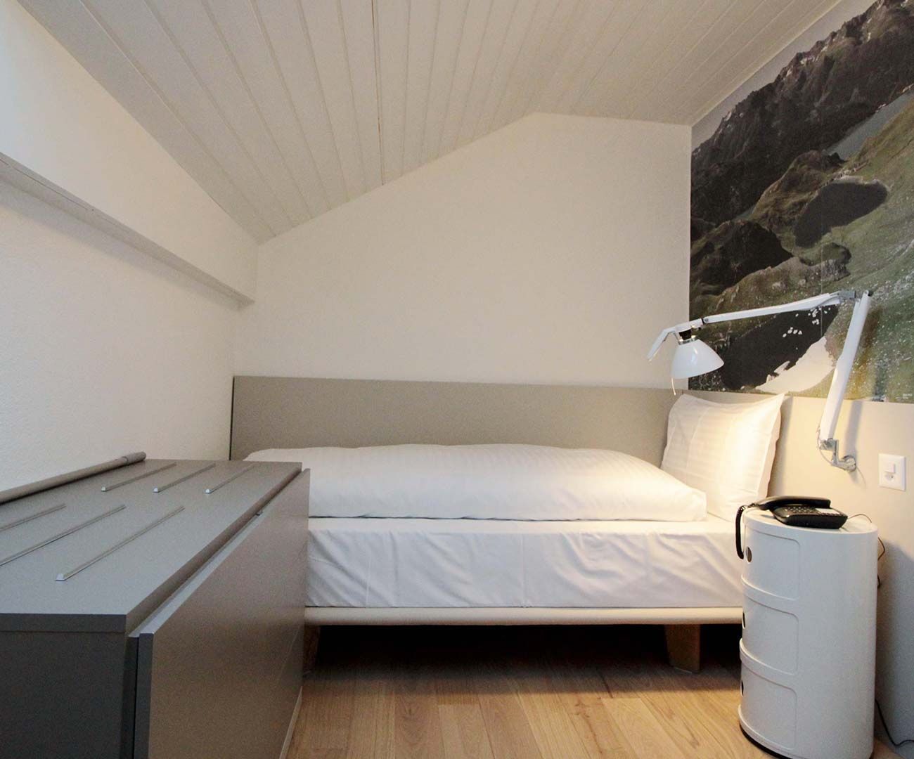 Dachschräge Container Hotel Forni Airolo