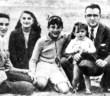 Ο Τσε Γκεβάρα (αριστερα) με την οικογένειά του