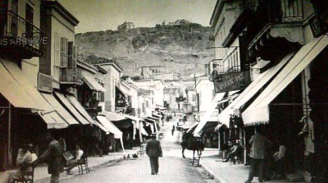Από την οδό Αιόλου ξεκίνησαν τα πρώτα έργα ασφαλτόστρωσης και αργότερα προχώρησαν και τους υπόλοιπους κεντρικούς δρόμους...