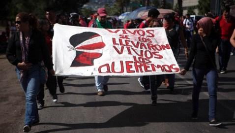 Terroríficas revelaciones sobre los 43 estudiantes desaparecidos hace un mes en México