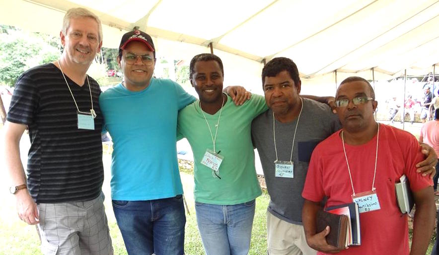 Randal and Douglas from the Urbanova congregation with brethren from a Rio church.